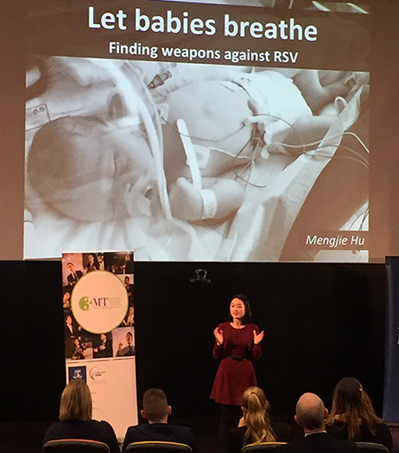 Photo of Mengjie Hu presenting at the 3MT competition