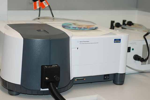 photo of fluorescence spectrometer