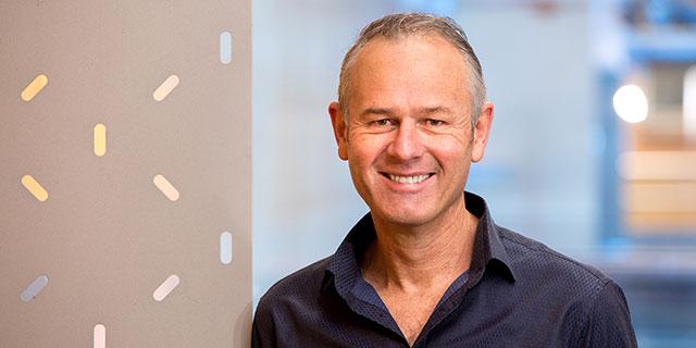 photo of Professor Ian van Driel
