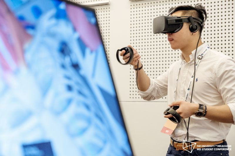 A medical student using the Virtual Reality Human Heart application